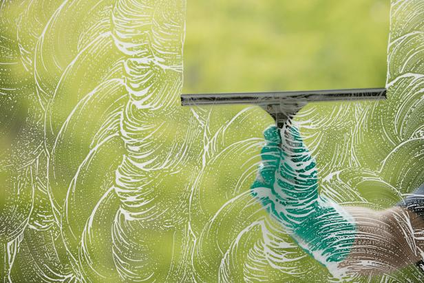 TS-78435998_squeegee-washing-windows_s4x3.jpg.rend.hgtvcom.616.411