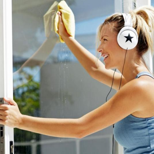 iStock_000022593832_woman-washing-windows.jpg.rend.hgtvcom.616.616
