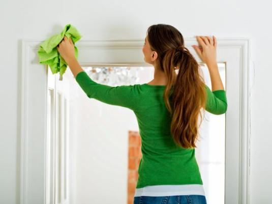 iStock_000024640356_woman-cleaning-door-casing.jpg.rend.hgtvcom.616.462